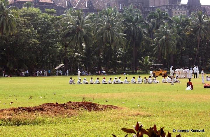 Faceci umawiający się w Chennai
